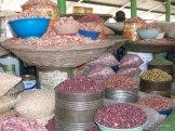 legumi in abbondanza, mercato di Kisumu - plenty of pulses, Kisumu market